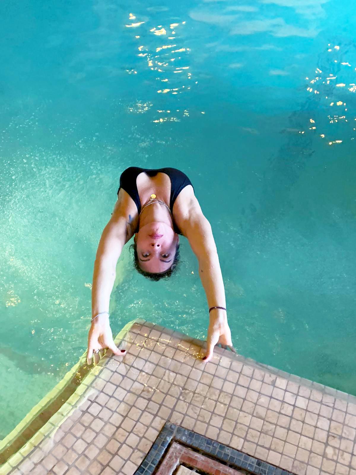yoga in acqua piscine pergolesi modena